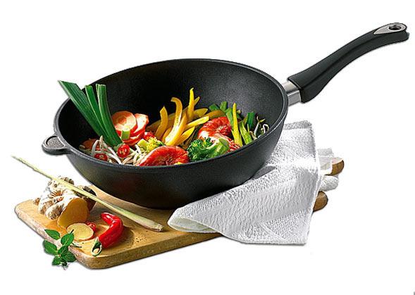 gusseisen wok ronneby bruk gusseisen wokpfanne ultra light cm wok fertig eingebrannt with. Black Bedroom Furniture Sets. Home Design Ideas